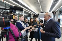 President of Skoltech talking with students